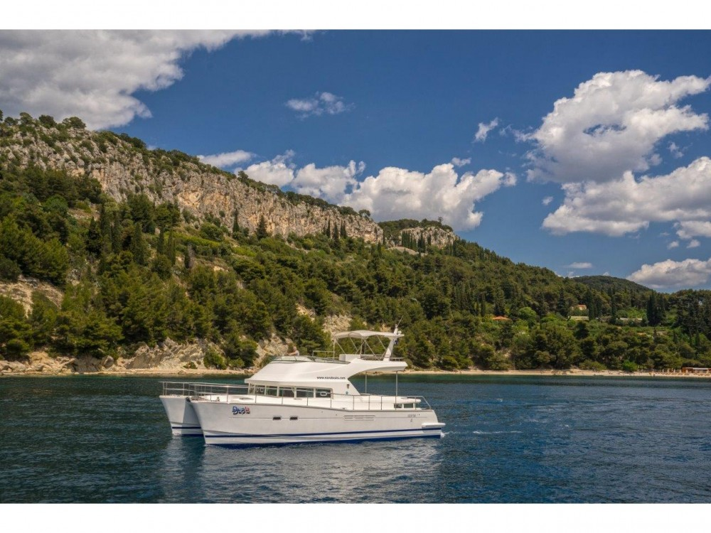 Rent a Lagoon Lagoon power 44 (2006) - 2020 total refit  Split