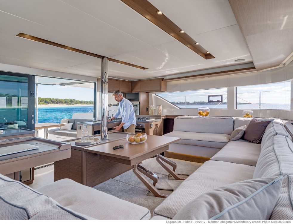 Rent a Lagoon Lagoon 50 LUX (2020) equipped with airconditioning (saloon + cabins), generator, watermaker, ice maker, dishwasher, washer/dryer, 2 SUP Split