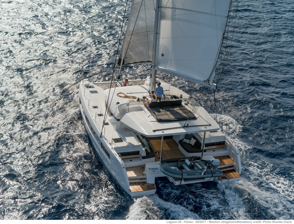 Lagoon Lagoon 50 LUX (2020) equipped with airconditioning (saloon + cabins), generator, watermaker, ice maker, dishwasher, washer/dryer, 2 SUP between personal and professional Split