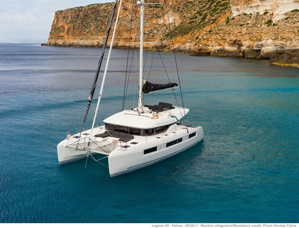 Rental Catamaran in Split - Lagoon Lagoon 50 LUX (2020) equipped with airconditioning (saloon + cabins), generator, watermaker, ice maker, dishwasher, washer/dryer, 2 SUP