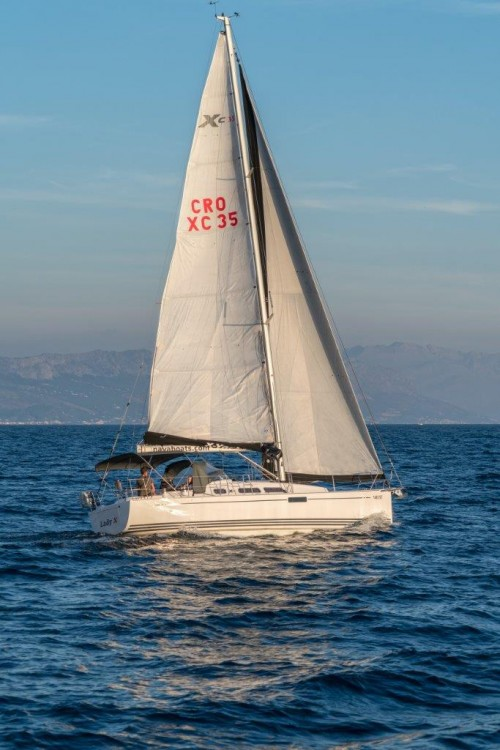 X-Yachts Xc 35 (2018)  between personal and professional Split