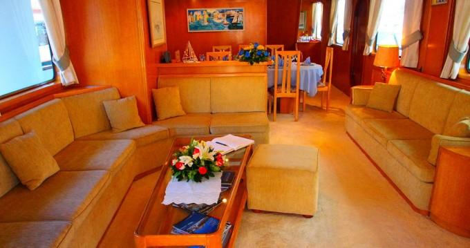 Boat rental  Perama Shipyards 102 in Athens on Samboat