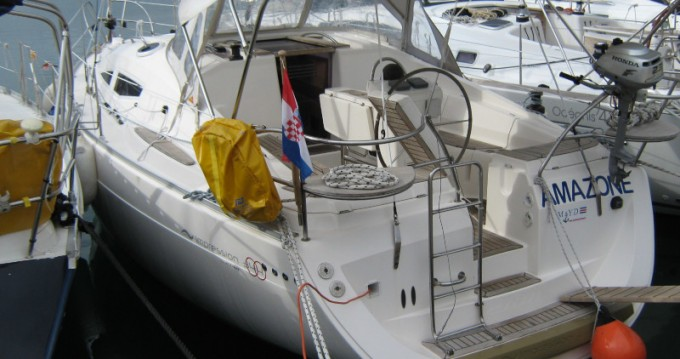 Sailboat for rent Betina at the best price