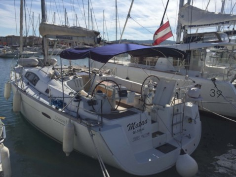 Hire Sailboat with or without skipper Bénéteau Betina