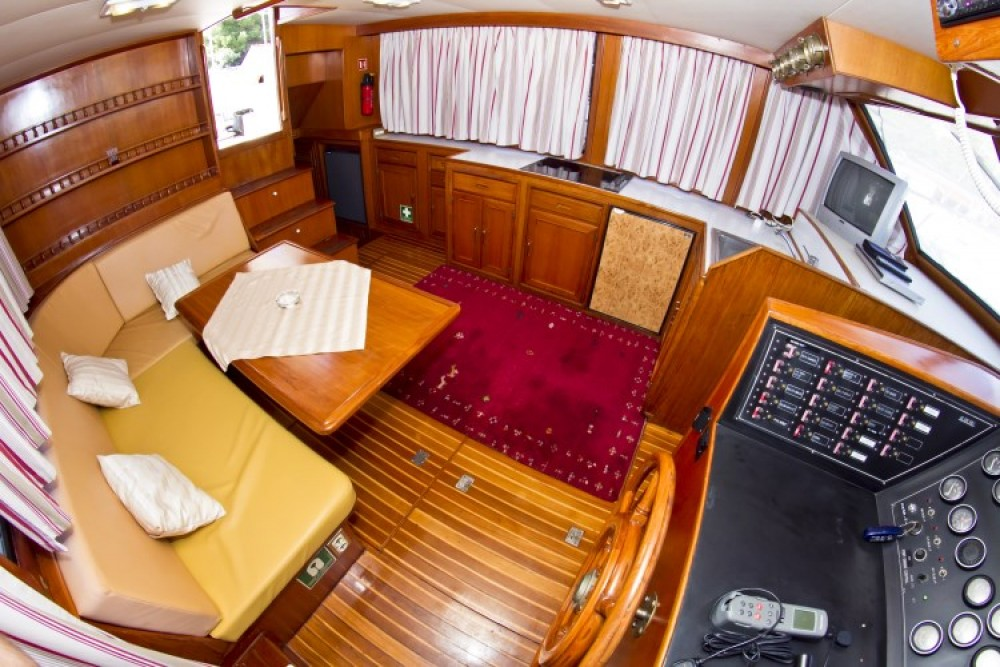 Staryacht 1670 between personal and professional Primošten