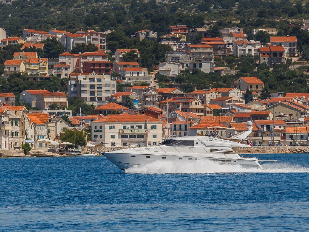 Fairline Fairline 65 Squadron between personal and professional Primošten