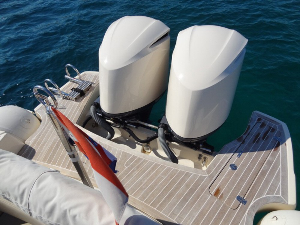 Rental Motor boat in Primošten -  MAR-CO e-motion 32