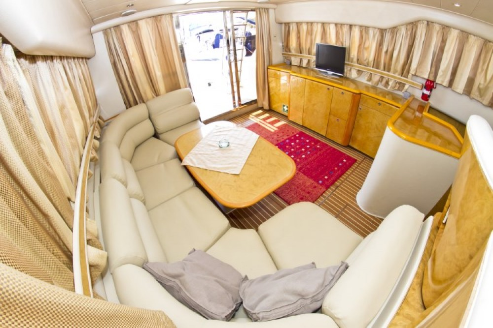 Boat rental Princess Princess 470 in Primošten on Samboat