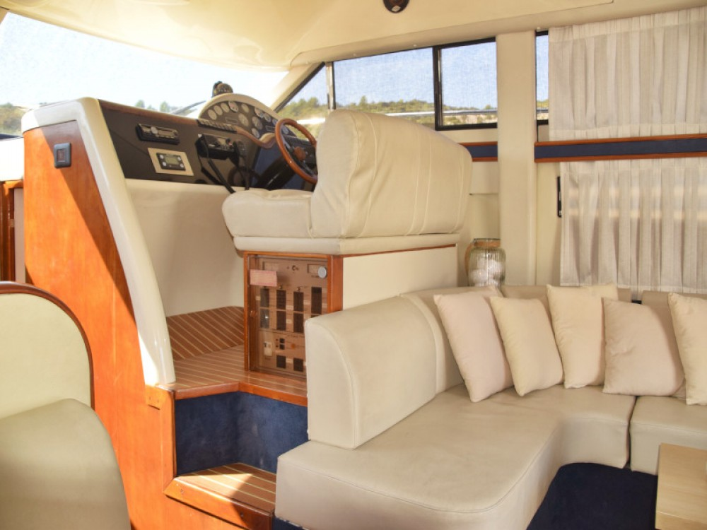 Rental Motor boat Fairline with a permit