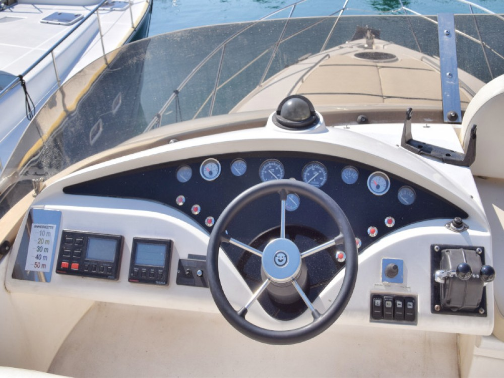 Hire Motor boat with or without skipper Fairline Primošten