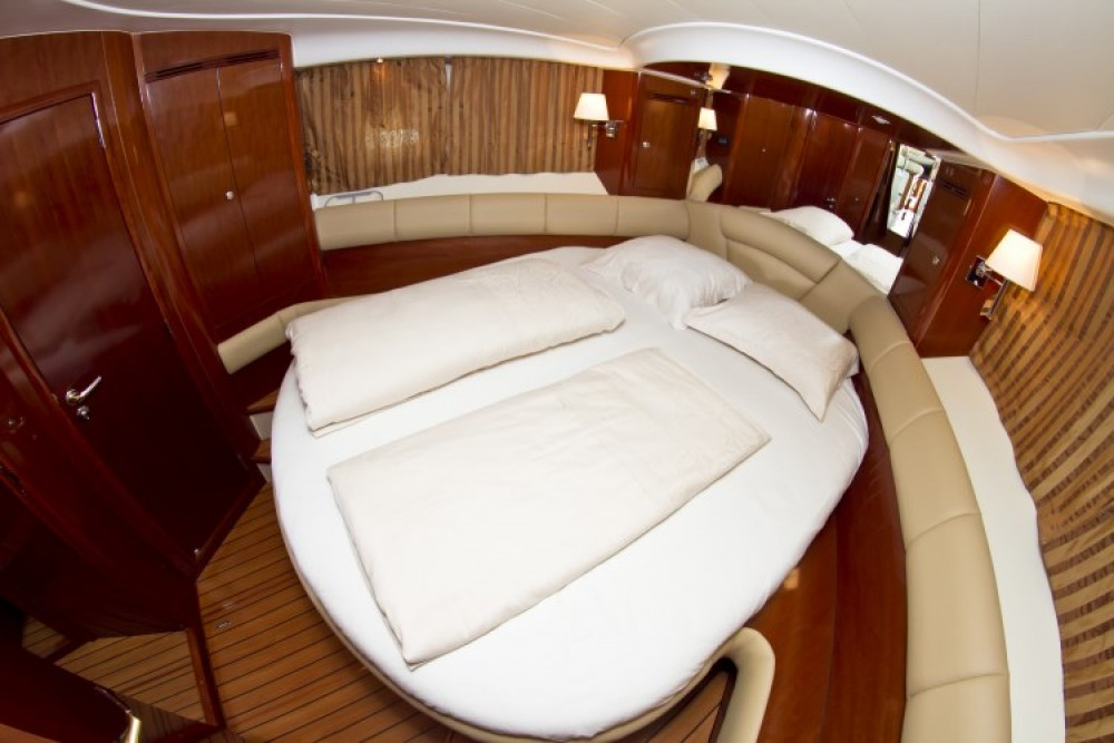 Motor boat for rent Primošten at the best price
