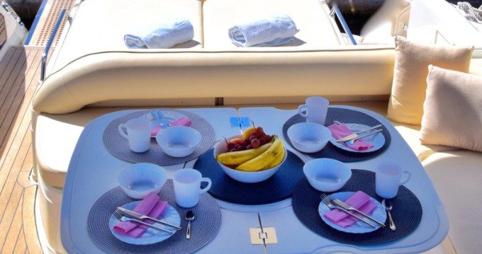 Boat rental Fairline Fairline Targa 48 in Primošten on Samboat
