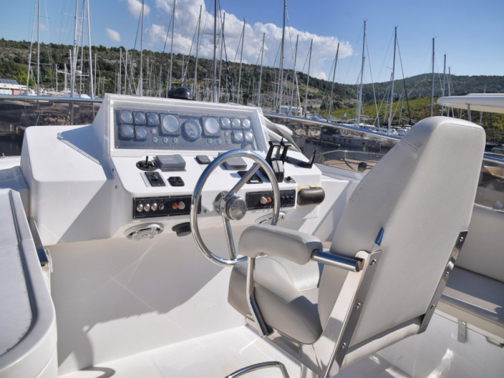Rental Motor boat in Primošten -  Johnson 56
