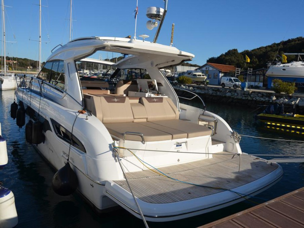 Rental Motorboat in Pula - Bavaria Bavaria Sport S45 HT