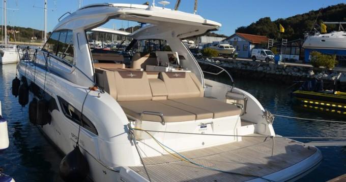 Boat rental Bavaria Bavaria Sport S45 HT in Veruda on Samboat