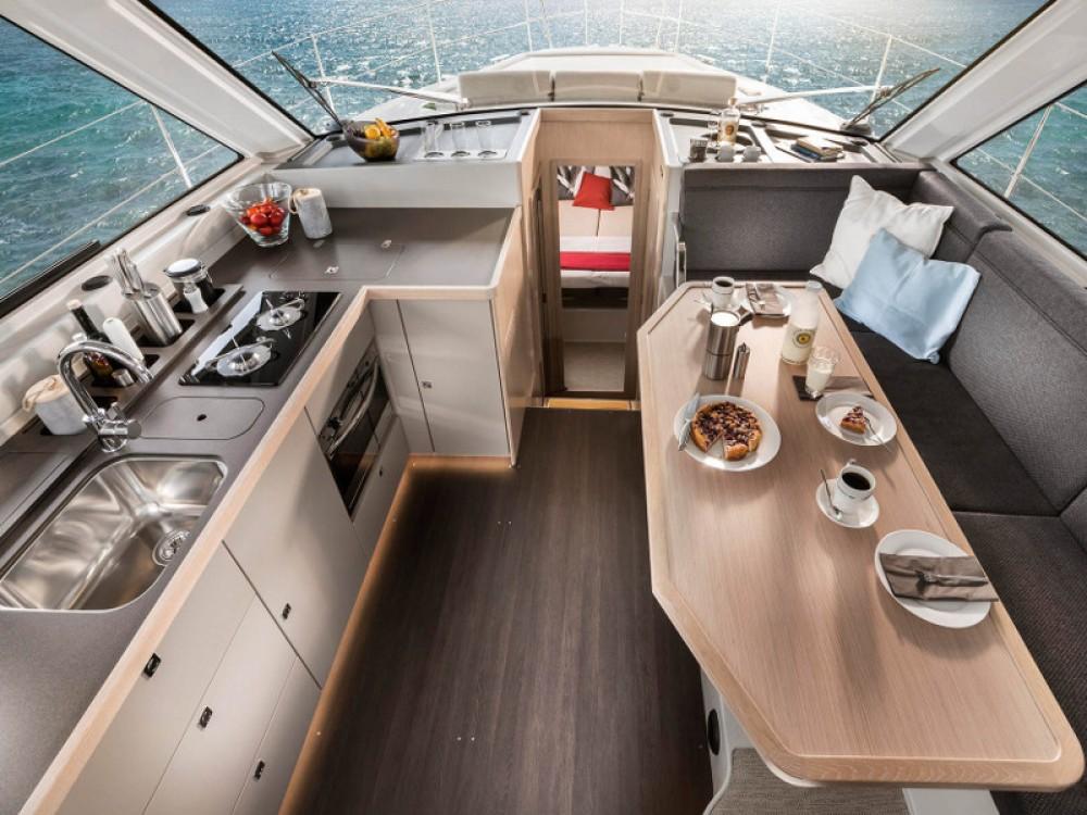 Rental yacht Pula - Bavaria Bavaria E40 Fly on SamBoat