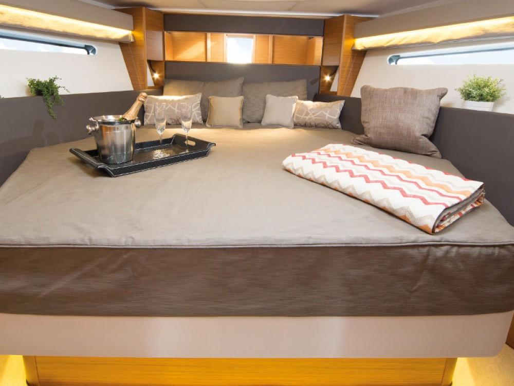 Rental yacht Pula - Bavaria Bavaria S40 OPEN on SamBoat