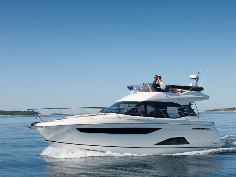 Motor boat for rent Pola at the best price