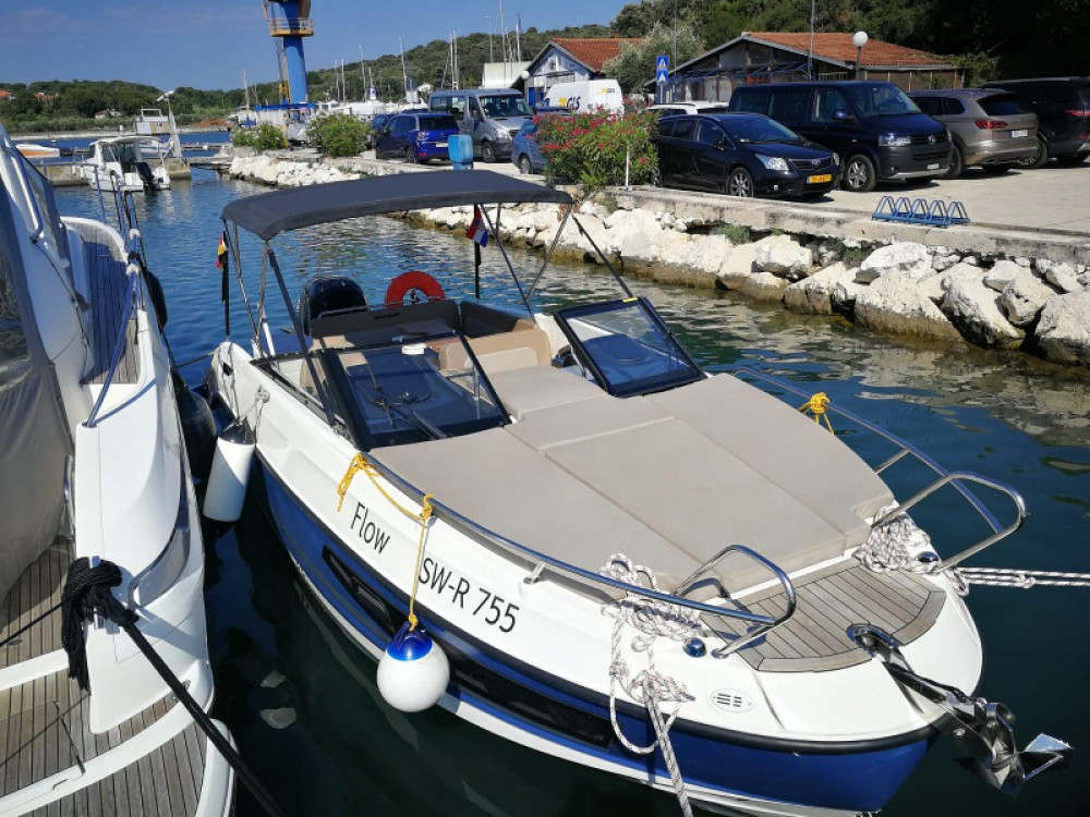 Boat rental Quicksilver Quicksilver Activ 755 in Pula on Samboat