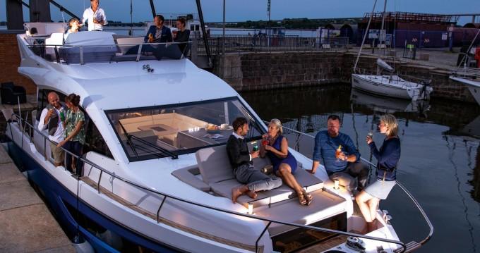 Rental yacht Veruda - Sealine Sealine F430 on SamBoat