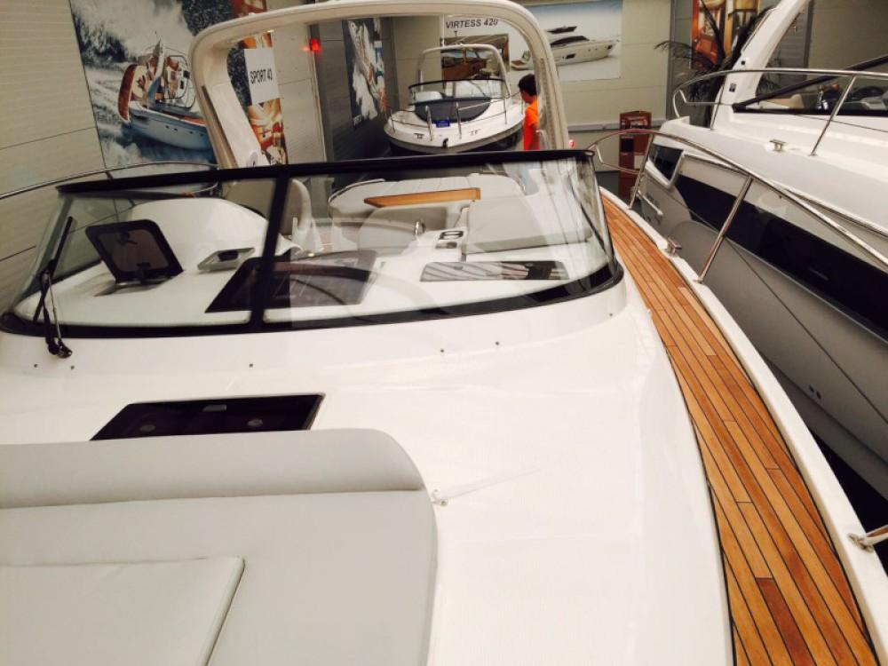 Rental Motorboat in Pula - Bavaria Bavaria S35
