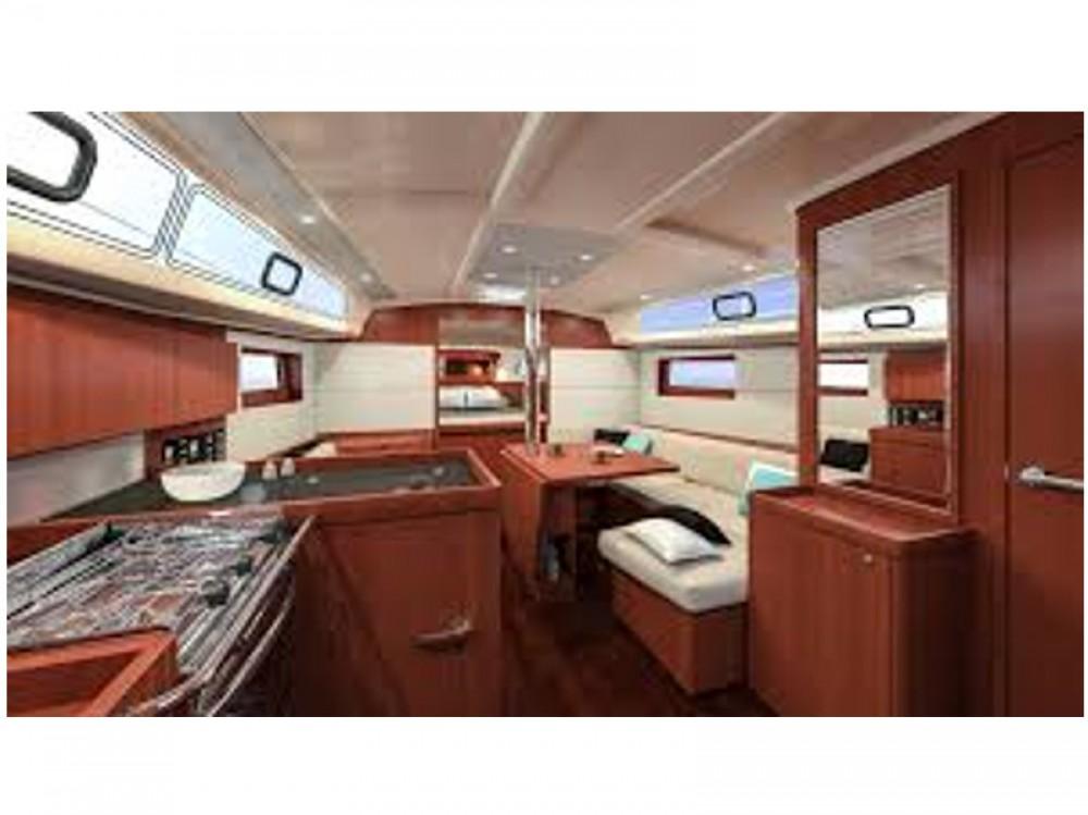 Rental yacht Álimos - Bénéteau Oceanis 41.1 on SamBoat