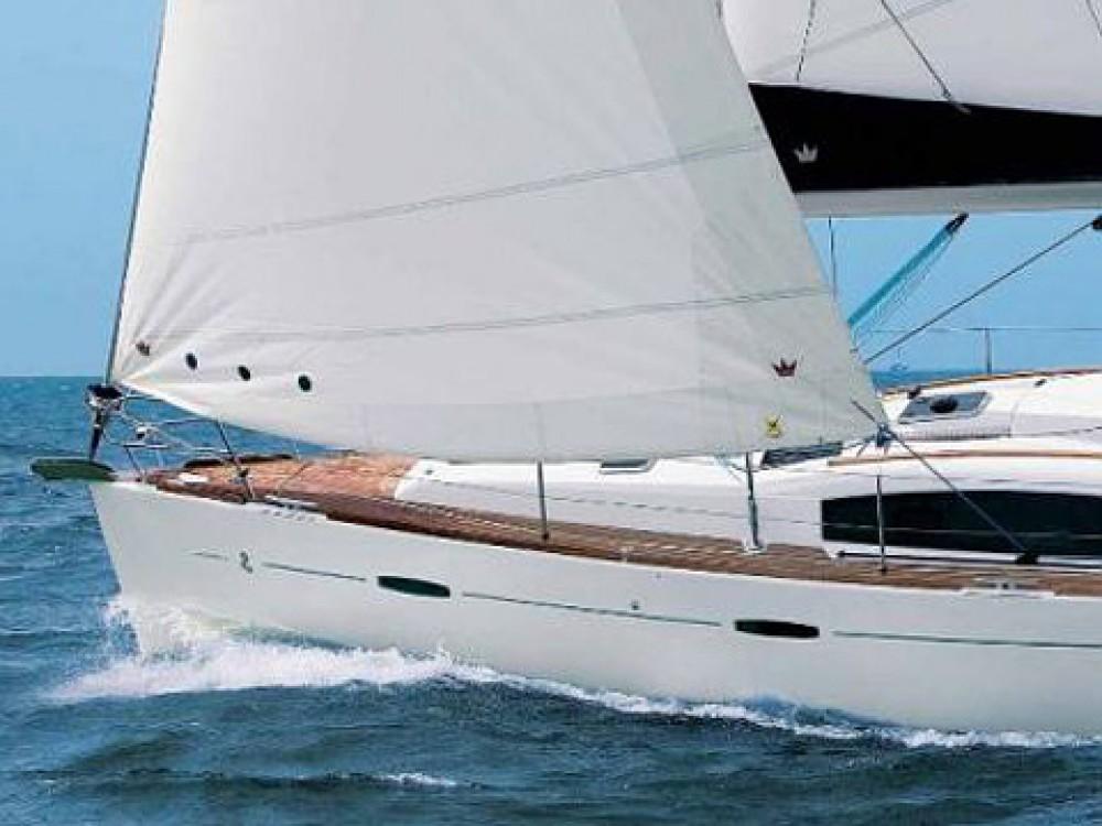 Rent a Bénéteau Oceanis 40 Alimos Marina