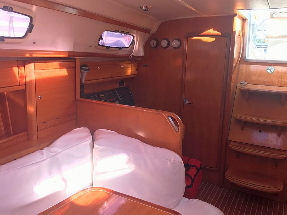 Rent a Bavaria Bavaria 39 Cruiser Palma