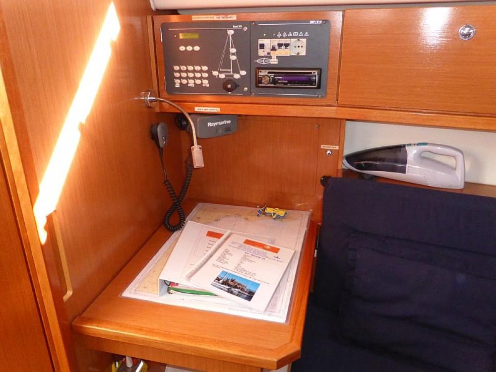 Rent a Bavaria Bavaria Cruiser 32