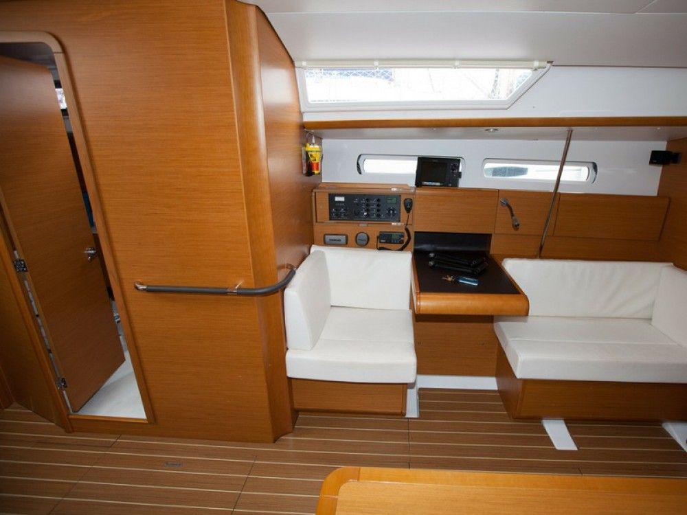 Rental yacht Palma - Jeanneau Sun Odyssey 439 on SamBoat