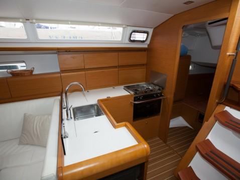 Boat rental Jeanneau Sun Odyssey 439 in Palma de Mallorca on Samboat