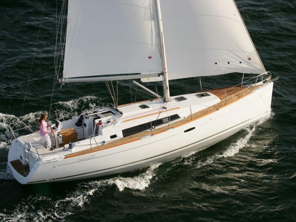Rental Sailboat in Palma - Bénéteau Oceanis 37