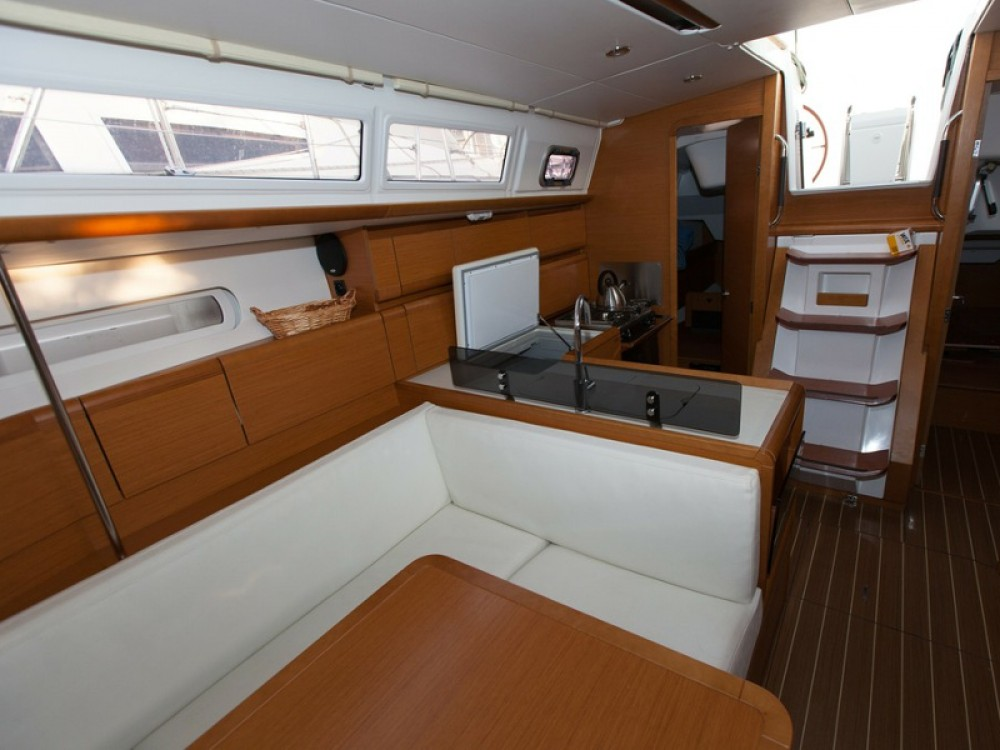 Boat rental Jeanneau Sun Odyssey 379 in Palma on Samboat