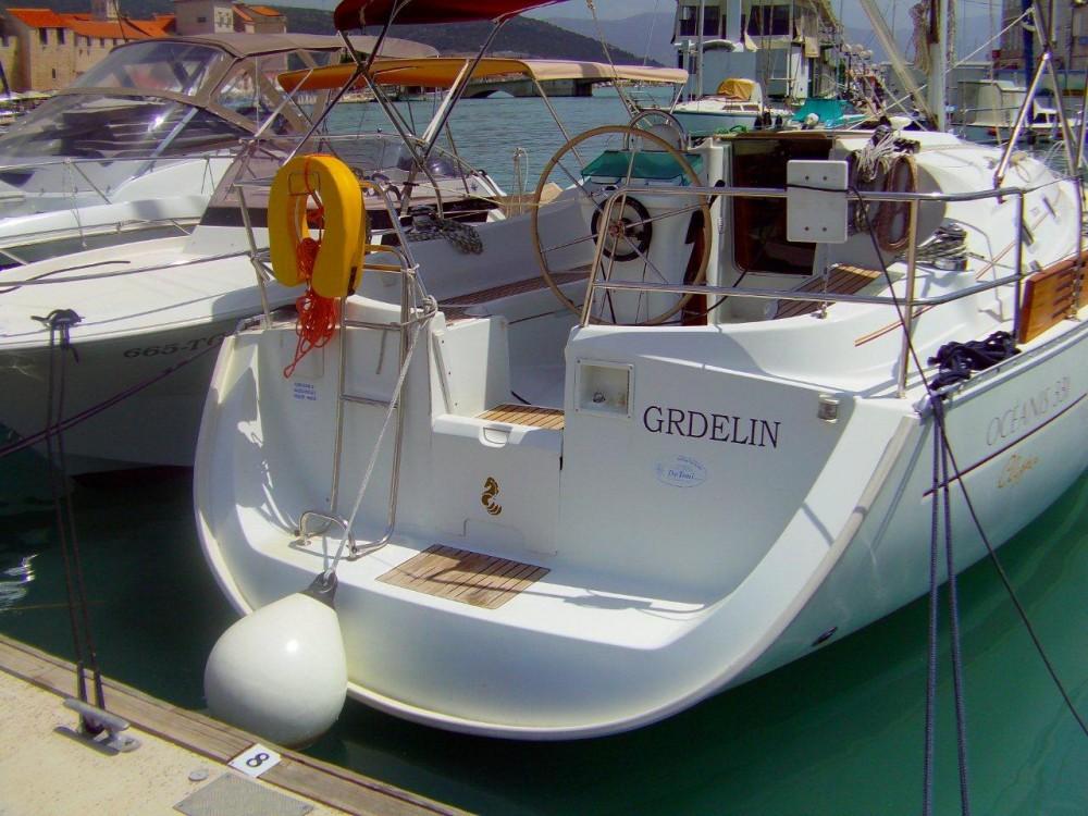 Hire Sailboat with or without skipper Bénéteau ACI Marina Trogir