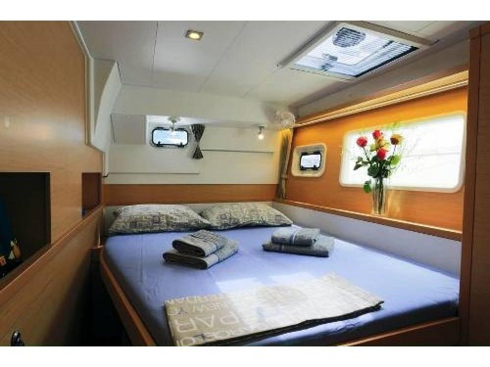 Rental yacht Adamantas - Lagoon Lagoon 400 S2 on SamBoat