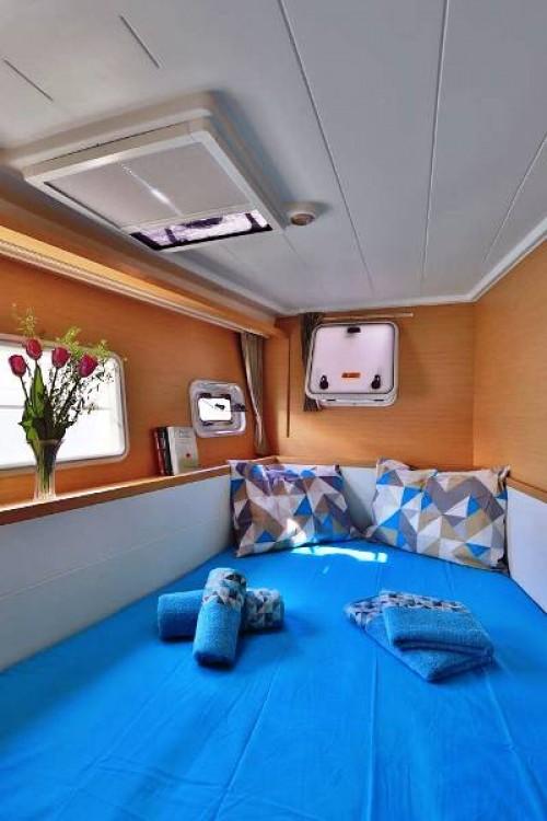 Hire Catamaran with or without skipper Lagoon Adamantas