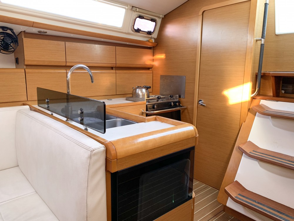 Jeanneau Sun Odyssey 439 between personal and professional Keramoti
