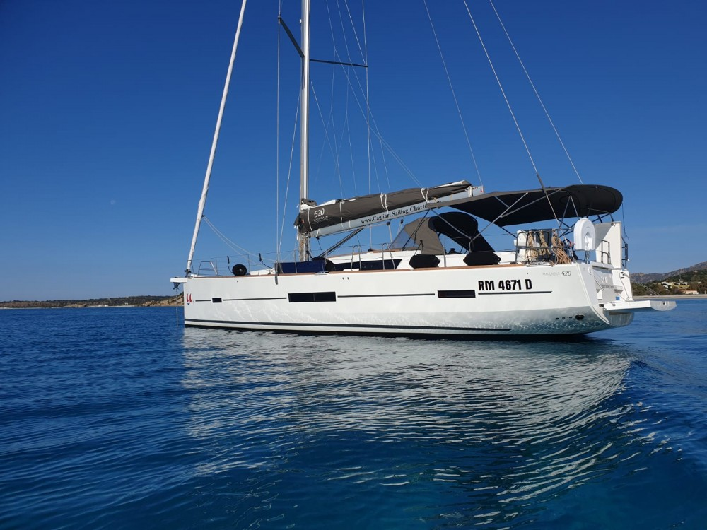 Boat rental Dufour Dufour 520 GL in Golfo Aranci on Samboat