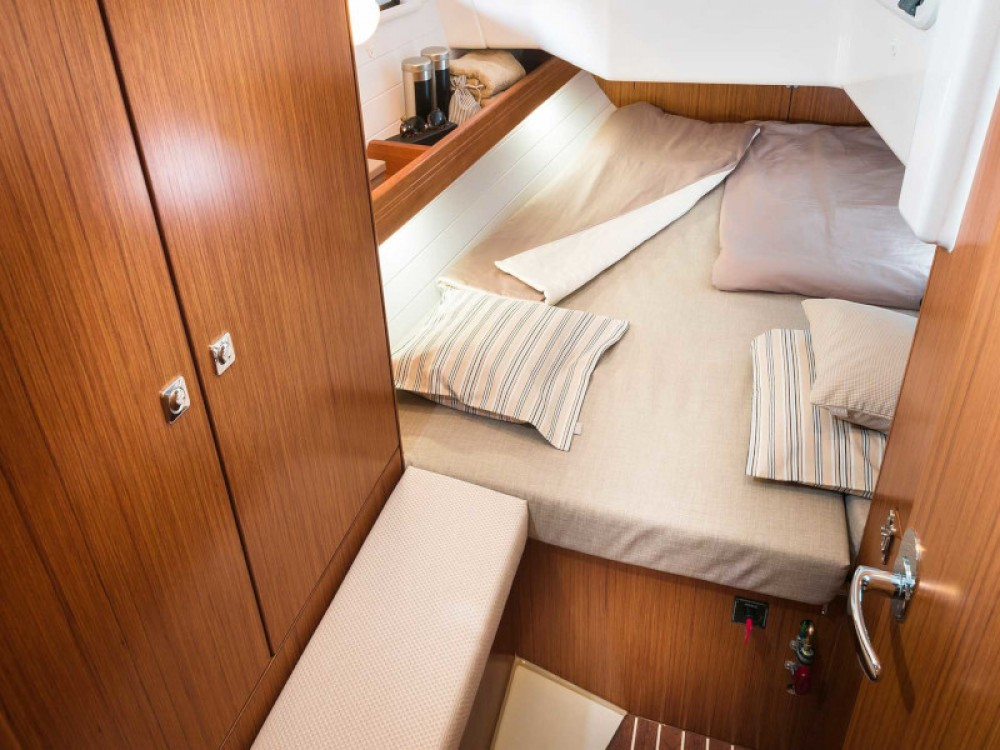 Boat rental Bavaria Bavaria Cruiser 34 Style in Grad Zadar on Samboat