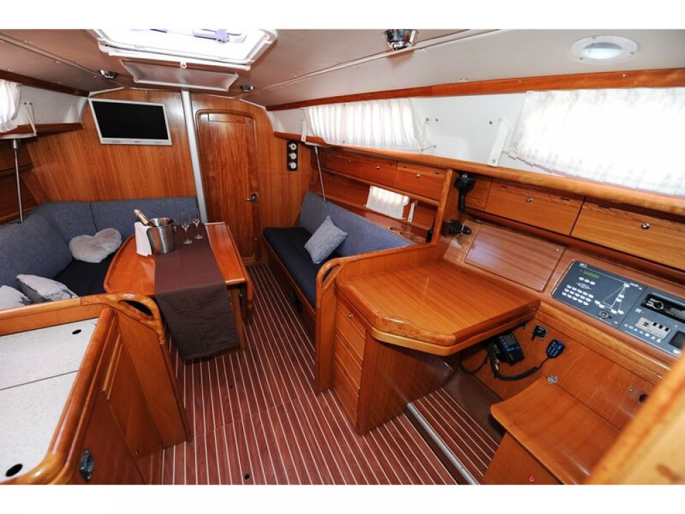 Rental Sailboat in Grad Zadar - Bavaria Bavaria 34 Cruiser