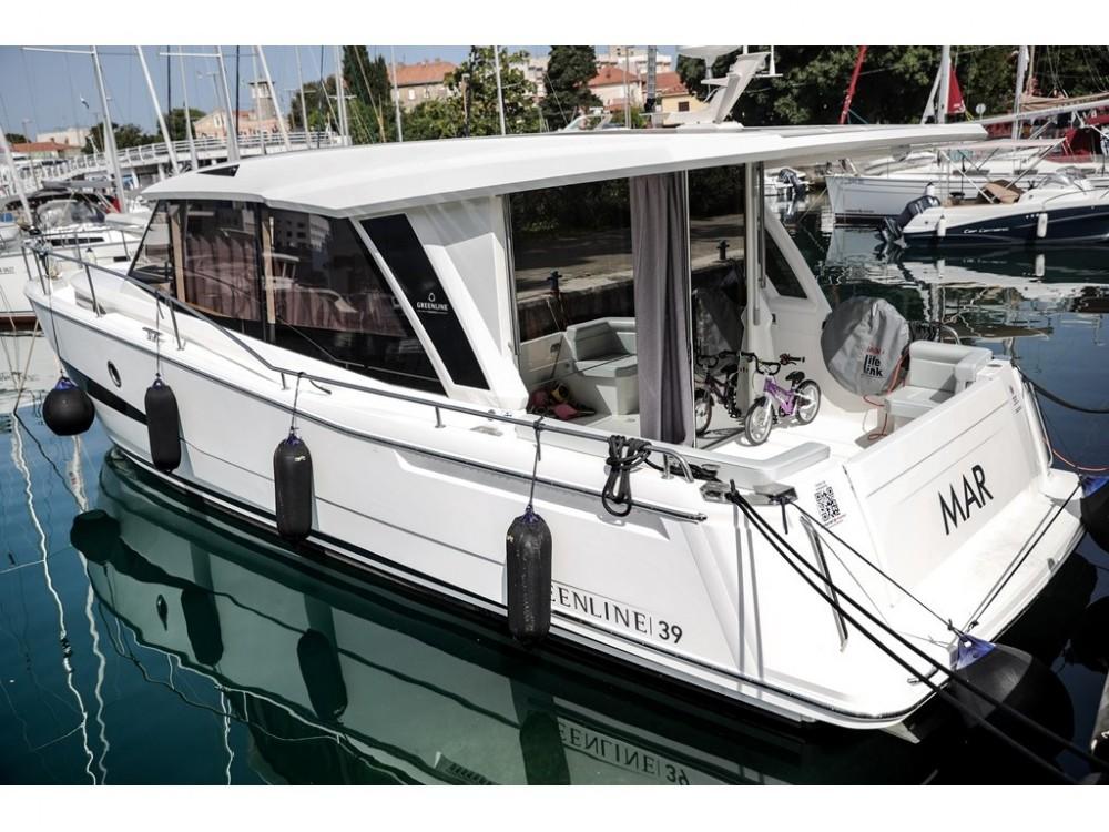 Rental Motorboat in Grad Zadar - Greenline Greenline 39