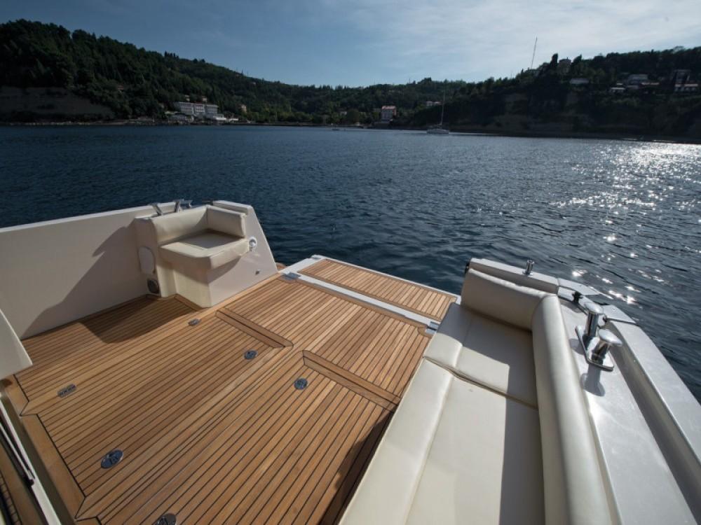 Boat rental Greenline Greenline 39 in Grad Zadar on Samboat
