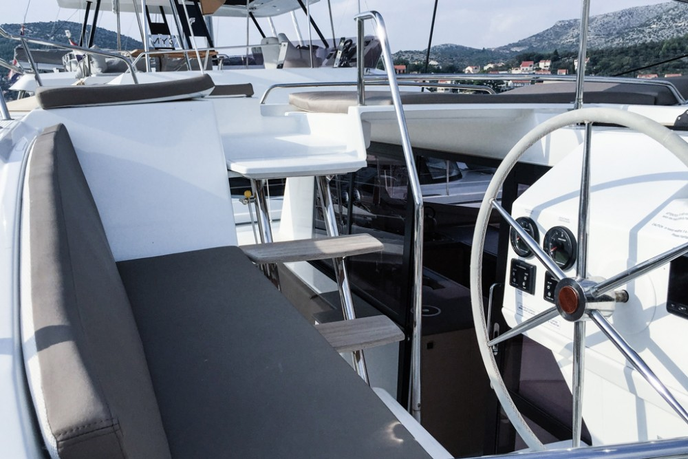 Boat rental Fountaine Pajot Helia 44 (4 cabs) in Slano on Samboat