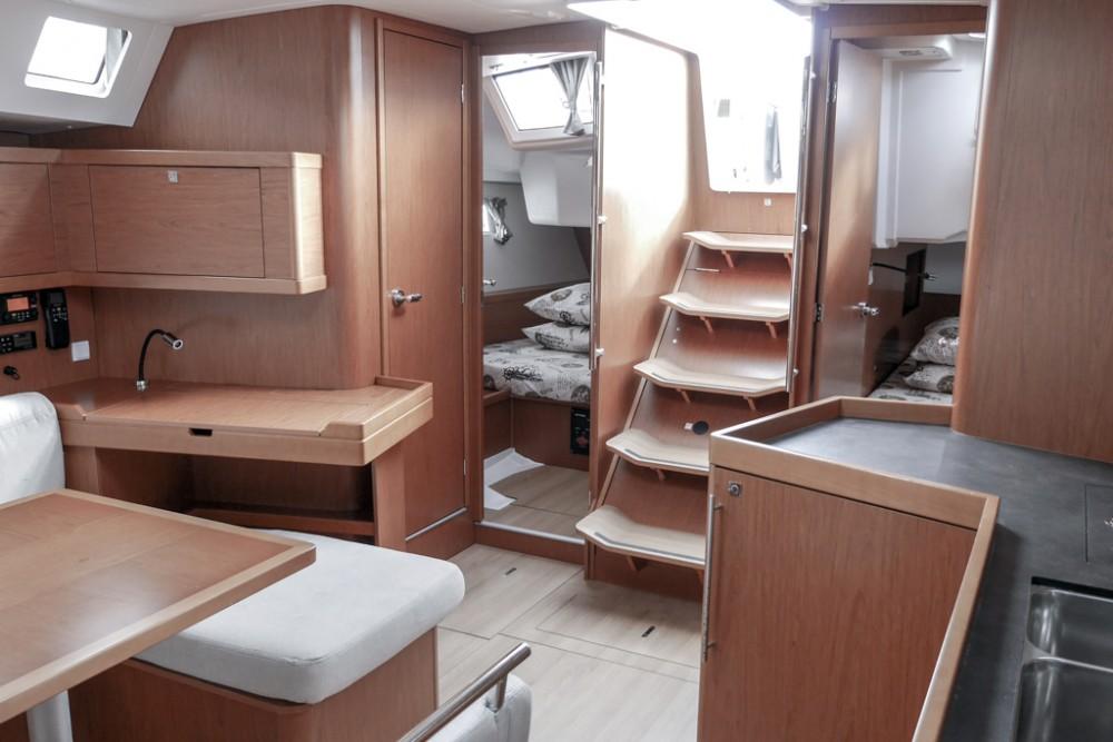 Rent a Bénéteau Oceanis 45 (4 cabs) Tivat
