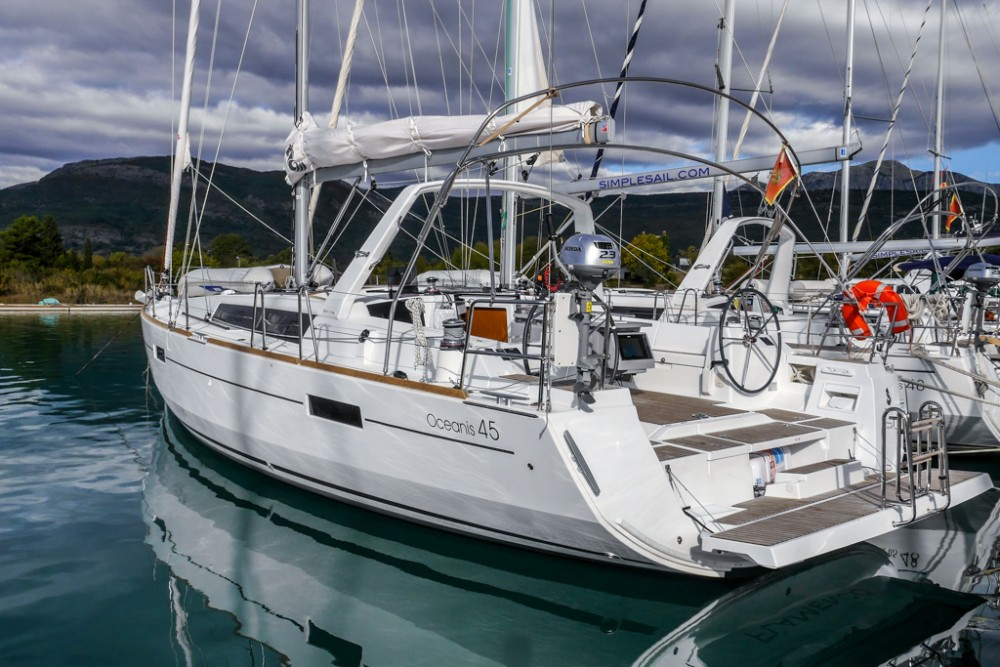Boat rental Bénéteau Oceanis 45 (4 cabs) in Tivat on Samboat