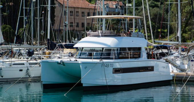 Boat rental Fountaine Pajot My 37 in Punat on Samboat
