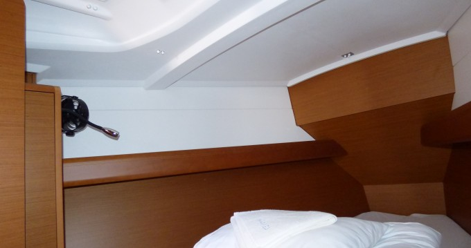 Rental yacht Kaštel Gomilica - Jeanneau Sun Odyssey 389 on SamBoat