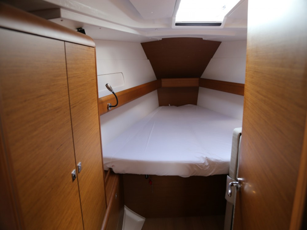Rental Sailboat in Kaštel Gomilica - Jeanneau Sun Odyssey 419