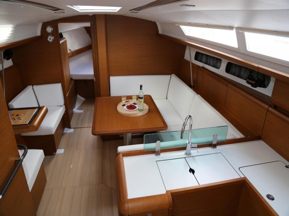 Rental yacht Kaštel Gomilica - Jeanneau Sun Odyssey 419 on SamBoat