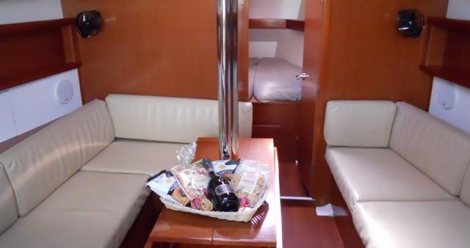Boat rental Marina di Portisco cheap Oceanis 37